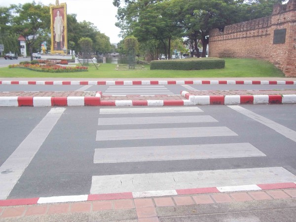 Obstacle course heading North at Suan Dok Gate